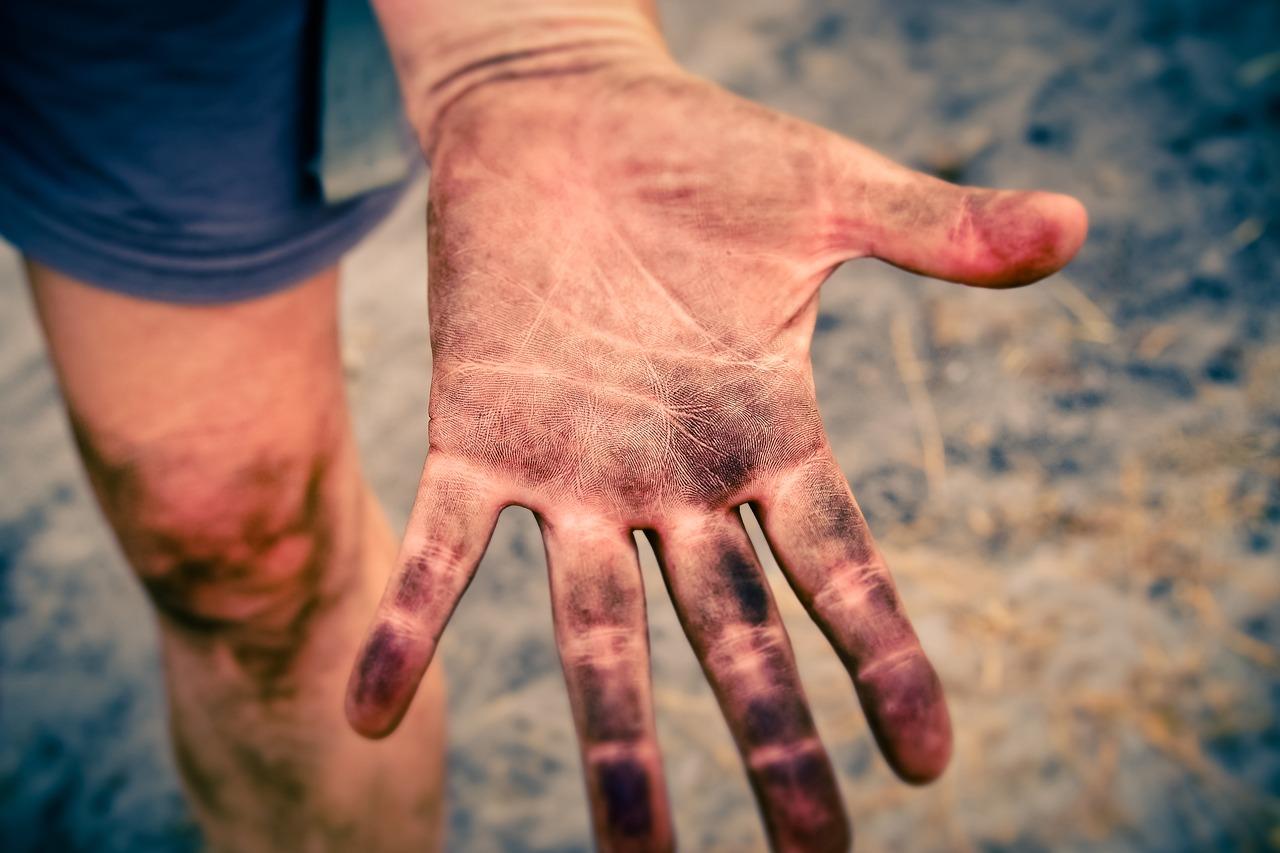 Soil_hands